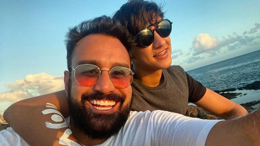 Fábio Ramalho assume namoro com rapaz de 19 anos