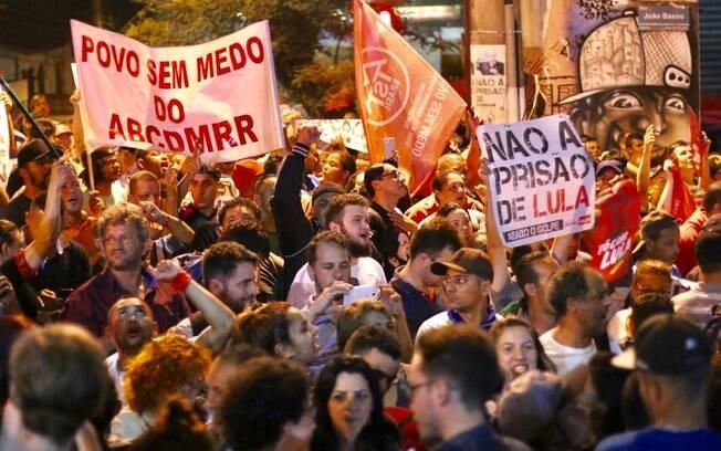 Manifestações contra o pedido de prisão do ex-presidente Lula estão acontecendo em todo o país desde a última quinta-feira (5)