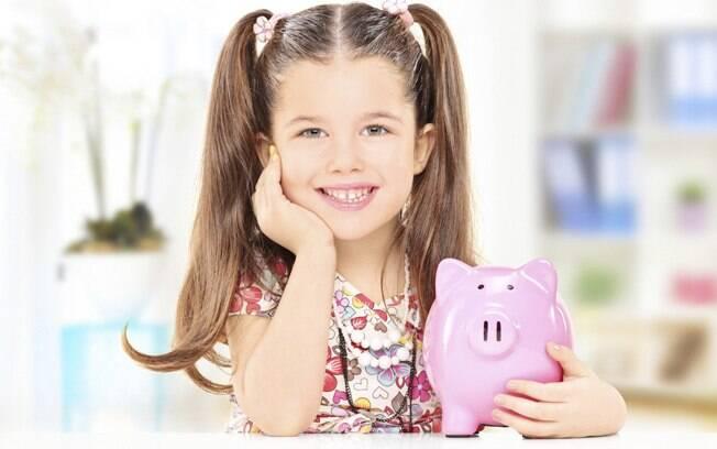 Quando a criança entende a importância de economizar, pode ter maior facilidade para lidar com dinheiro na vida adulta