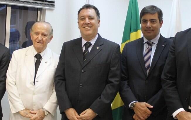 Marcelo Teixeira (centro), presidente do Conselho Deliberativo do Santos, confirmou assembleia inédita e garante segurança dos sócios