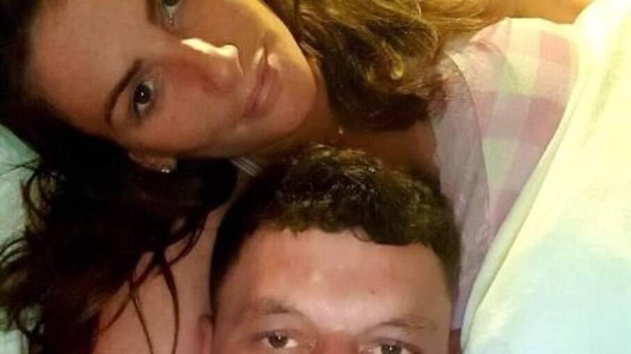 Briga de strippers: Mulher é presa ao roubar R$ 58 mil de amiga na Inglaterra