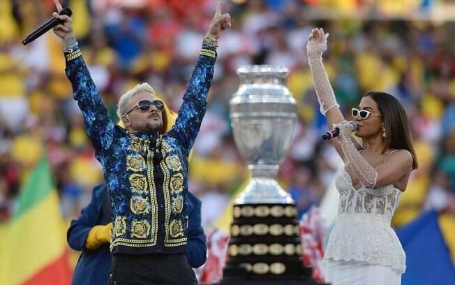 Anitta e Pedro Capó na final da Copa América
