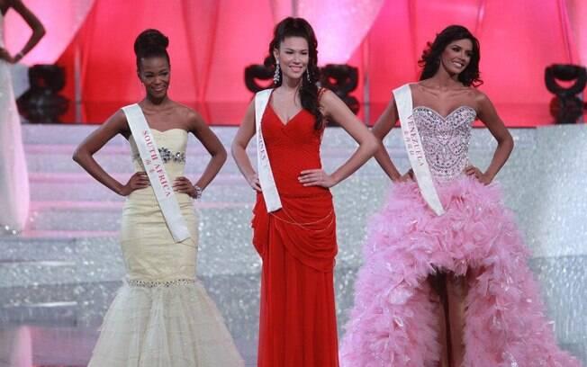 Miss Venezuela ao lado das representantes da África do Sul e Filipinas