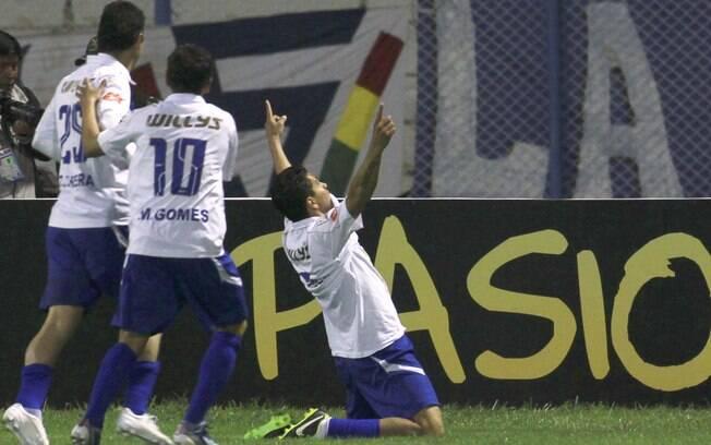 Carlos Saucedo comemora gol do San Jose  contra o Millonarios