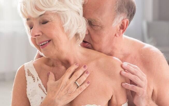 Como manter o romantismo do casamento? Uma das dicas é colocar o sexo como uma das prioridades do casal