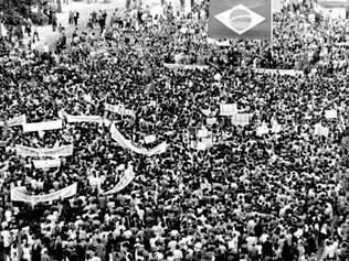 """1964. Centenas de milhares vão para as ruas do Rio marchar contra a """"ameaça comunista"""" que rondava o Brasil, governado, na época, por João Goulart"""