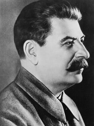 """Uma pesquisa realizada na Rússia mostra que%2C para a maioria dos russos%2C Joseph Stalin é a figura """"mais extraordinária da história mundial"""