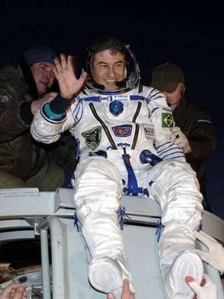 Marcos Pontes com roupa de astronauta