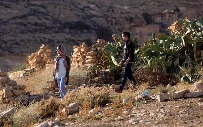 Cena de A Natureza do Tempo: deserto e ruínas em exposição