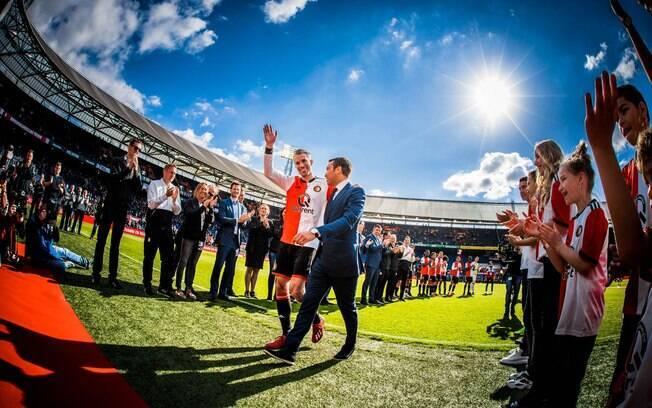 O holandês Van Persie se despediu do futebol no último domingo.