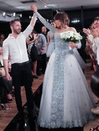 Maria Casadevall desfila com vestido de noiva para o estilista Lucas Anderi