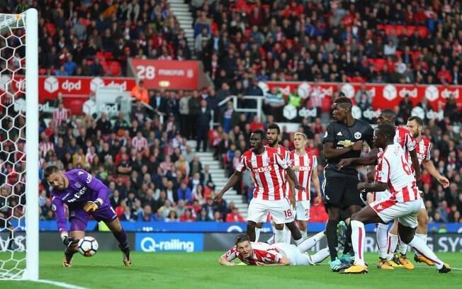 Defesa de Butland no último lance evitou vitória do Manchester United