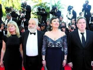 """Filme. O diretor Mike Leigh (segundo à esquerda) exibiu ontem seu """"Mr. Turner"""""""