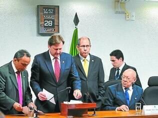 Derrota. Apesar da presença em peso, oposição foi derrotada no voto para compor cúpula da CPI mista