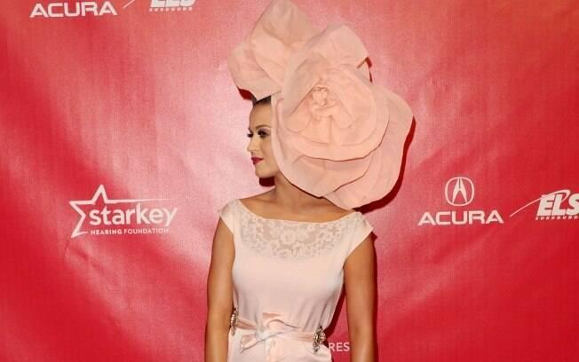 Katy Perry e seu chapéu gigante: gostou?