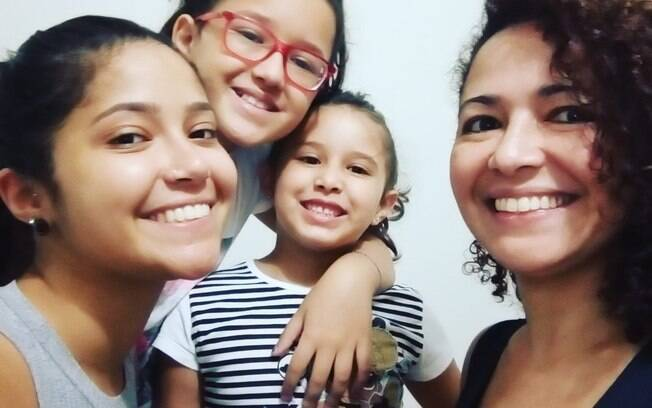 Da esquerda para a direita: Giovana, 21, Giulia, 10, e Ana Laura, 5, filhas da secretária Iara Pereira, 40