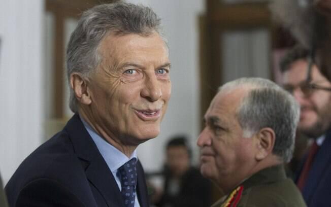 Após críticas por comentário machista, Macri aumentou licença paternidade