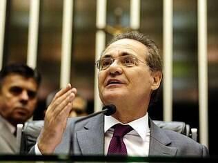 Renan Calheiros entrou em rota de colisão com o presidente da Câmara, Eduardo Cunha, devido à tramitação do texto que regulamenta a terceirização