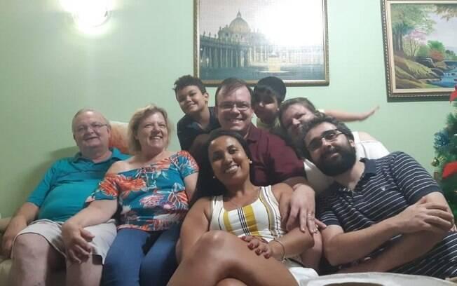 Afastados: profissionais de sade comemoram Natal longe da famlia