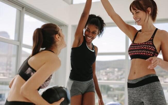 Ter amigas para te acompanhar na atividade física pode ser uma boa solução para você nunca mais faltar no treino