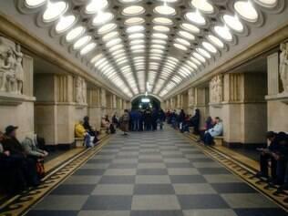 As estações do metrô – 194, distribuídas em 12 linhas por 325,4 km – são obras de arte a até 130 m de profundidade
