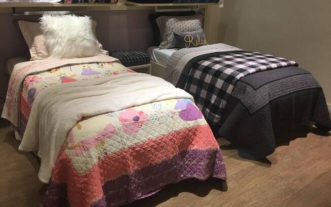 No quarto infantil, os pais também conseguem montar um cama aconchegante; as crianças podem ajudar na decoração