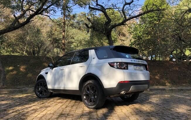 Leilão de itens retidos por crimes tributários terá itens luxuosos, como um Land Rover Discovery