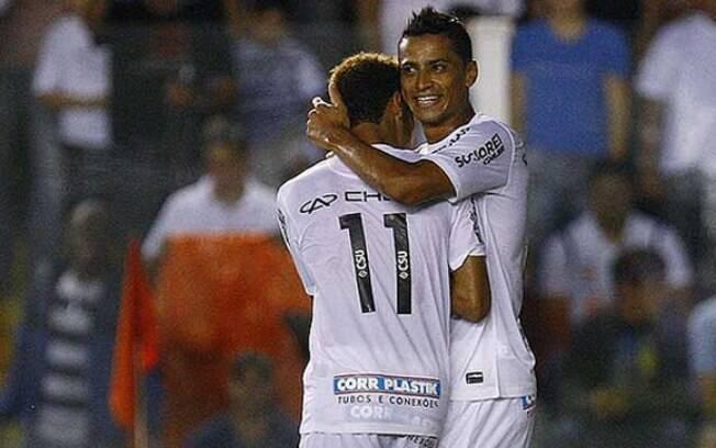 Neymar e Cícero comemoram gol contra o Oeste  pelo Paulistão