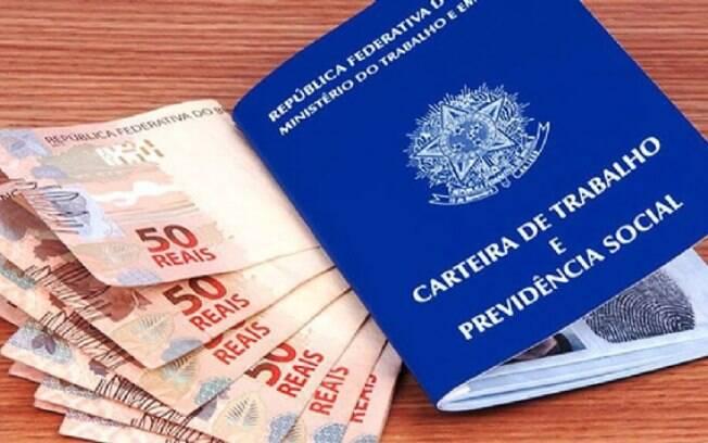 O Departamento Intersindical de Estatística e Estudos Socioeconômicos (Dieese) estima que cerca de 49 milhões de brasileiros têm a remuneração referenciada no salário mínimo