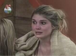 Bárbara chora durante conversa com Denise