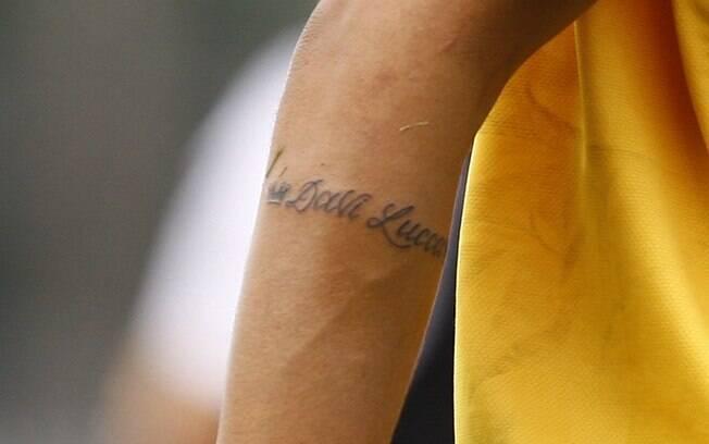 A tatuagem que Neymar fez em homenagem ao filho, David Lucca, nascido semana passada