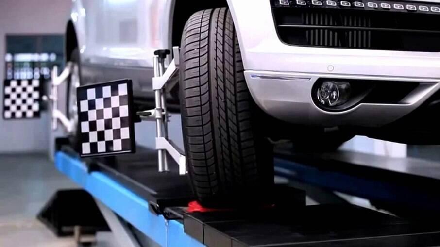 Alinhamento de pneus também é importante para não haver desgaste irregular e não aumentar o consumo