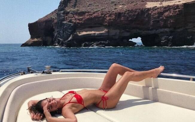 Bruna Marquezine exibe corpão na Grécia