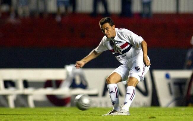Falcão se aventurou nos gramados e defendeu o São Paulo em 2005