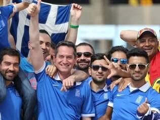 Torcedores gregos fizeram a festa antes do duelo diante da Colômbia, na estreia do Mineirão na Copa do Mundo