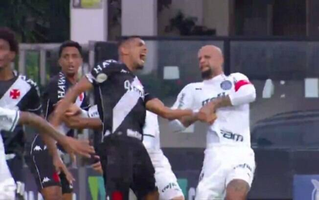 Citando atletas de UFC, STJD denuncia Felipe Melo, do Palmeiras, por chave de braço em adversário