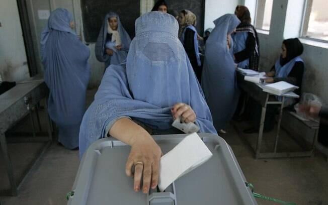 Votação acontece em clima de tensão e com ameaça de atentados