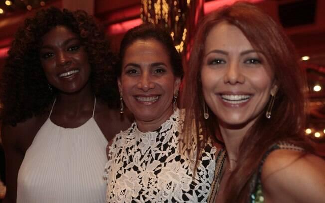 Cris Vianna com as atrizes Totia Meirelles e Simone Soares