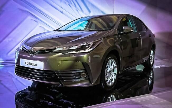 Toyota Corolla renovado é mostrado em evento na Rússia antes de ser apresentado no Salão do Automóvel, em São Paulo