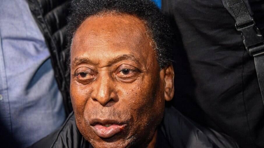 Pelé está em hospital para realizar exames de rotina