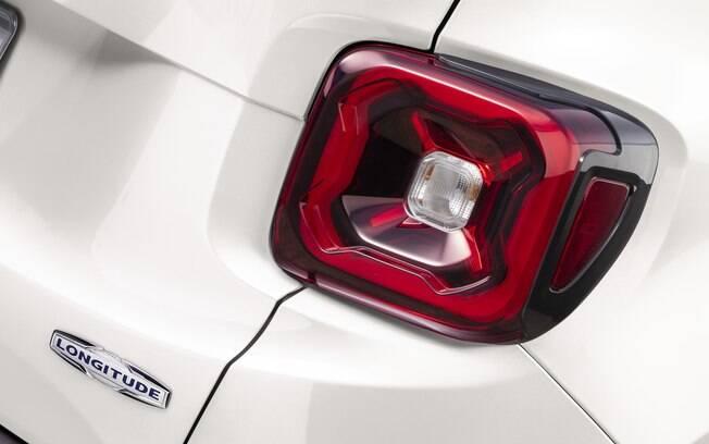 Um dos grandes destawues são os novos LEDs, que antes estavam presentes apenas no modelo americano