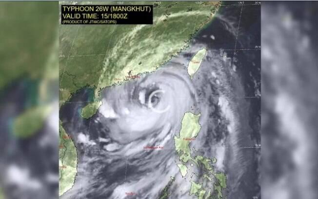 Tufão Mangkhut já é considerado a pior tempestade do mundo em 2018; ele chegou a Hong Kong, Macau e China hoje