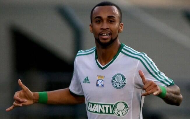 Com gol de Wesley, triunfo por 2 a 1 sobre o  Paraná, no Pacaembu, pela 14ª rodada