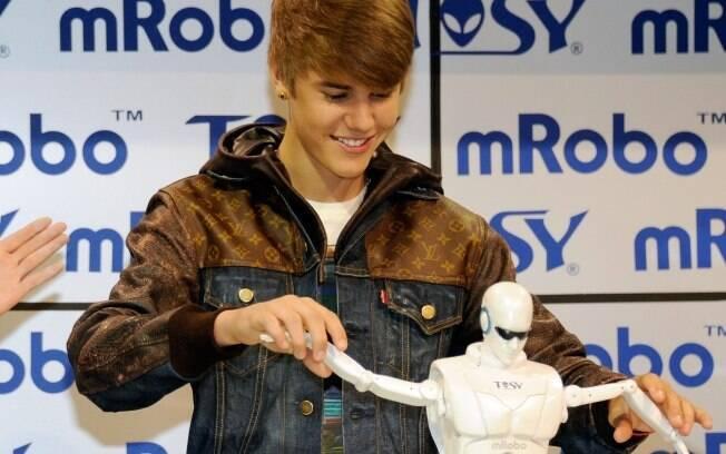 Justin Bieber na CES: passagem rápida para divulgar robô