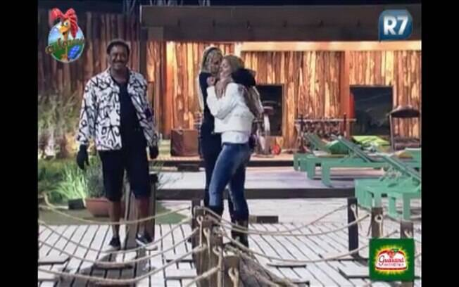 Monique Evans parabeniza Raquel Pacheco pelo empate