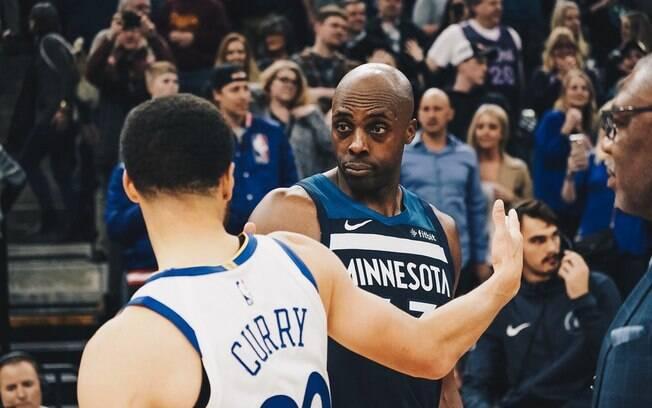 Duelo maluco entre Warriors e Timberwolves teve prorrogação e só foi definido no lance final