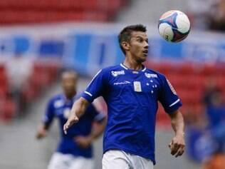 Henrique já se habilita a atuar como segundo volante e executar uma movimentação semelhante a de L. Silva