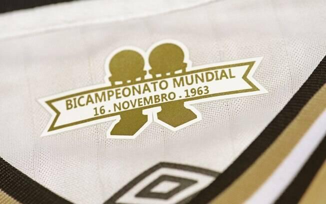 A parte interna da gola na terceira camisa do Santos homenageia a conquista de 55 anos atrás