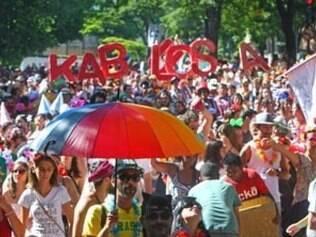 Blocos agitam o carnaval de rua de BH: Blocos Cacete de Agulha, Queixinho, Rola Moça, Kabuloza e Caramelho Sundae