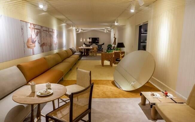 Conhecido por esbanjar criatividade, o arquiteto goiano Leo Romano assina ambiente com mais de 2 mil metros de barbantes amarrados em ganchos para garantir efeito tridimensional